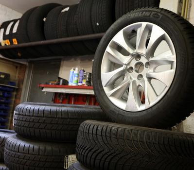 JLJ Luc's Garage - pneus